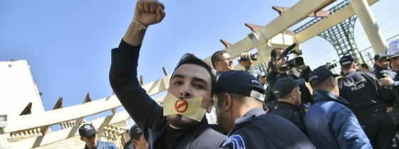 Rassemblement de journalistes contre la censure te le 5e mandat