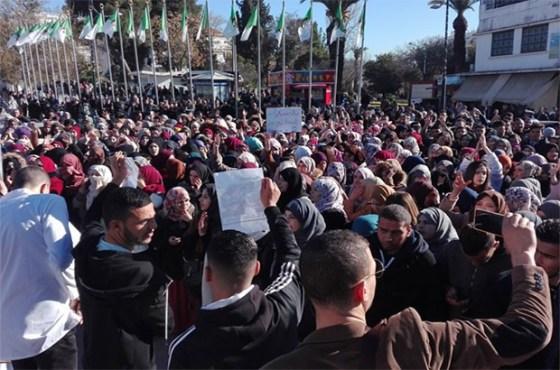 Les étudiants manifestent à l'intérieur des campus de l'Est
