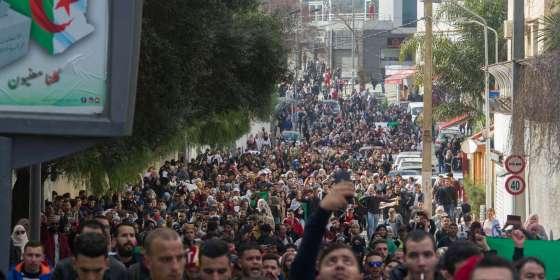 Tizi Ouzou : Les étudiants dans la rue  contre le 5e mandat