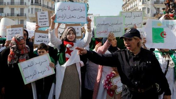 Enseignants et étudiants renouent avec la protesta