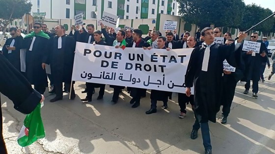 Imposante marche des avocats à Alger