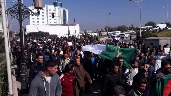 Les travailleurs communaux marchent à Alger