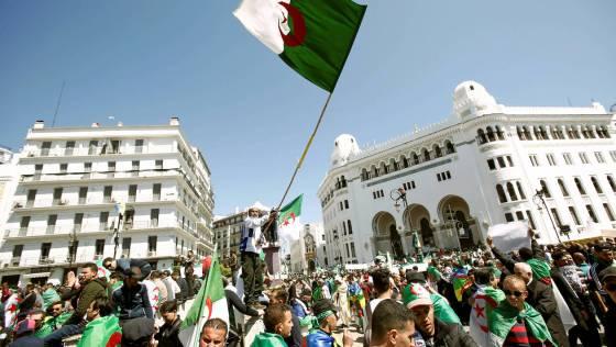 Les Algériens sont unanimes : «L'emblème national, notre unique drapeau»