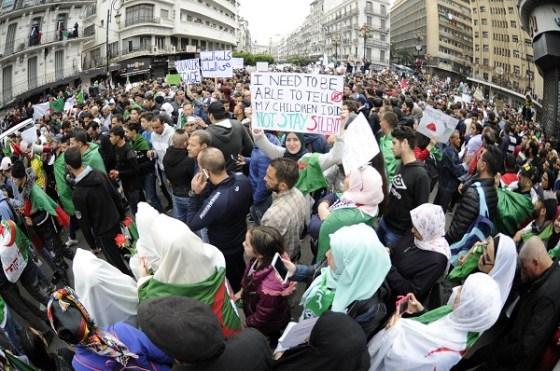 Des milliers de manifestants empêchés de rejoindre la capitale