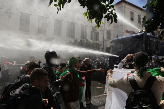 La manifestation des étudiants violemment réprimée à Alger