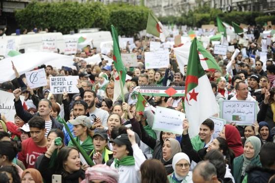 La répression galvanise la protestation