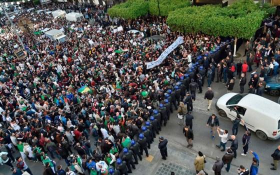 Barrages pour empêcher l'arrivée des manifestants à la capitale