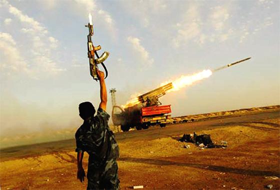 Violents combats entre l'armée et les milices à Benghazi