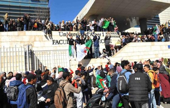 Etudiants: Pugnacité et pacifisme, la devise des marcheurs