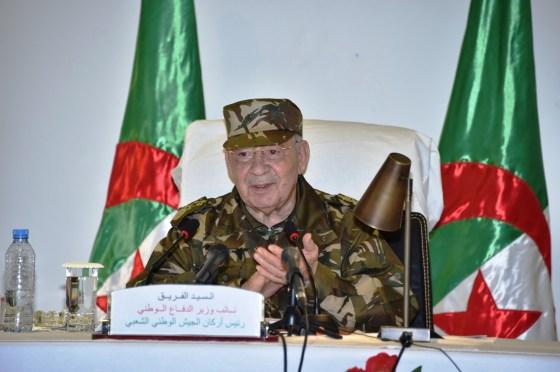 Gaïd Salah : « L'Algérie n'a qu'un seul drapeau»