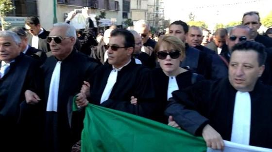 Tizi Ouzou : Marche des avocats et des personnels communaux