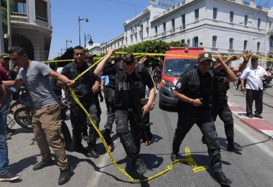 Attentats en Tunisie: Un policier tué et huit blessés