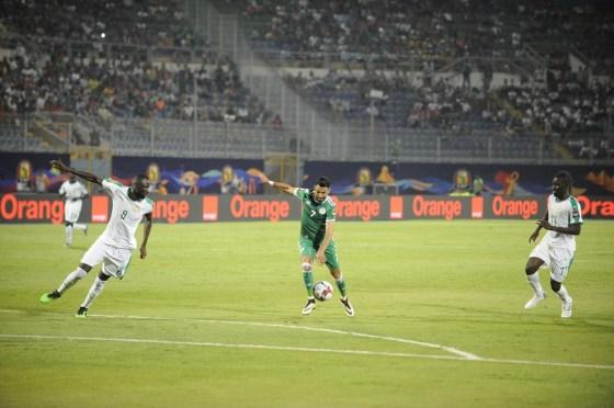 L'Algérie dompte le Sénégal et passe aux 1/8e de finale