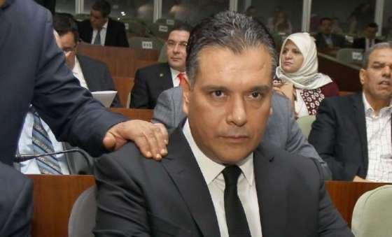 Le groupe parlementaire du FLN réclame la destitution de Bouchareb