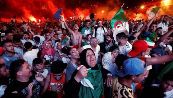 Le  cœur des Algériens bat pour les verts: L'attente du sacre