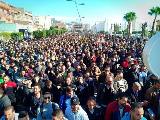Grande mobilisation à Béjaïa : Marche et rassemblement pour la libération des détenus