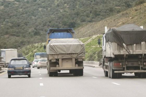 Des citoyens ferment le tronçon de l'autoroute Est-ouest