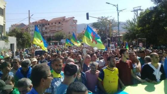 Les Béjaoius poursuivent la marche vers la démocratie