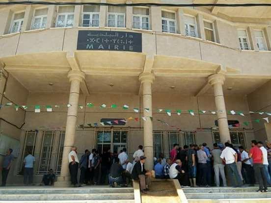 Béjaïa : La mairie de Toudja bloquée par les habitants depuis six jours
