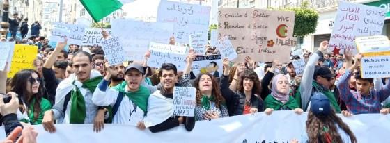 La 33e marche estudiantine réprimée : Vive condamnation et solidarité avec les victimes