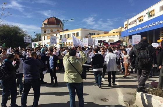 Les manifestants réitèrent leur refus des élections