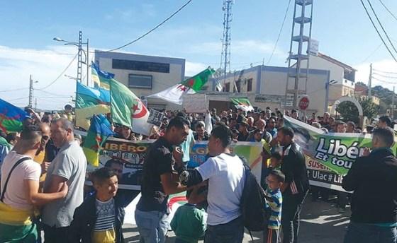 Marche à Kherrata pour la libération des détenus