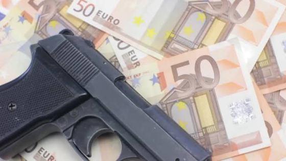 Aéroport international d'Alger : Plus de 50 000 euros et un pistolet automatique saisis