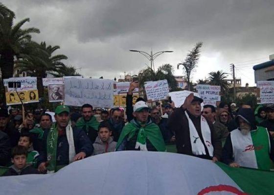 Des dizaines de milliers de manifestants dans la rue à Tizi Ouzou