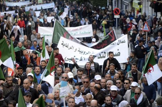 Marche contre la grossière ingérence étrangère