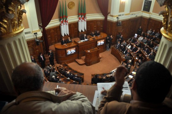 Succession ouverte à la présidence du Sénat