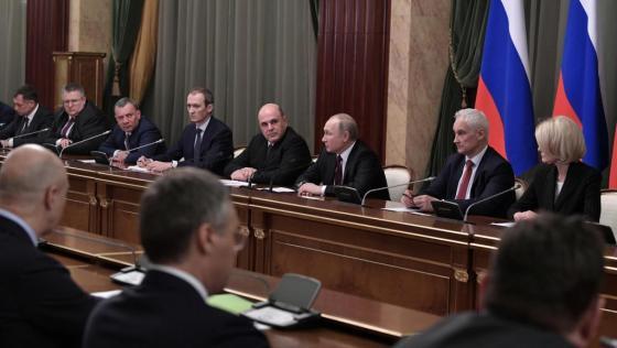 Poutine nomme un nouveau gouvernement sans grand changement
