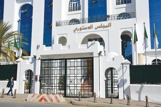 Révision constitutionnelle: Débats et propositions à l'université de Bouzaréah