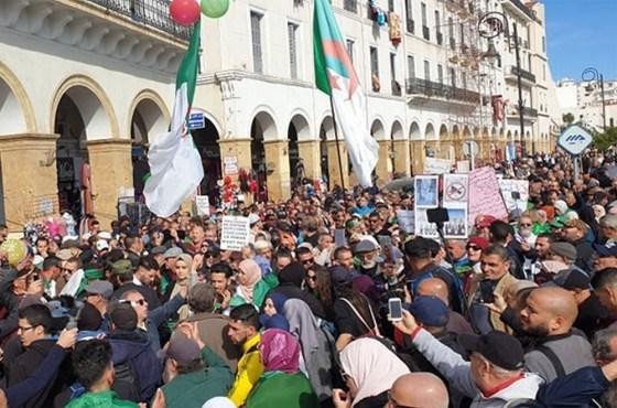 54e marche des étudiants: Rejet des initiatives de structuration du hirak