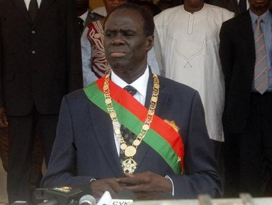 Michel Kafando prête serment en tant que président intérimaire