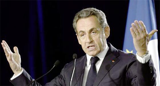 Nicolas Sarkozy prend l'UMP en attendant l'Elysée