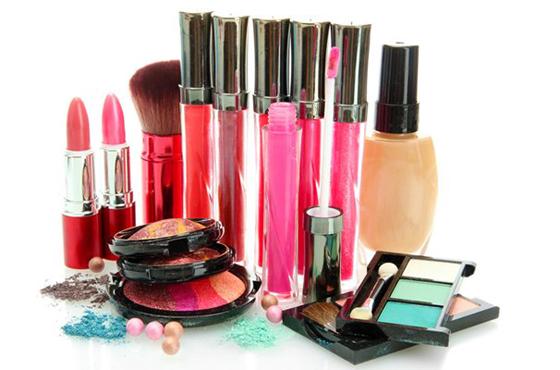 Tentative d'écoulement de produits cosmétiques périmés