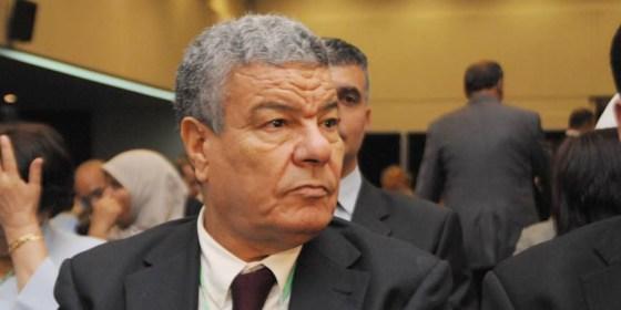 Le FLN réclame un cabinet politique
