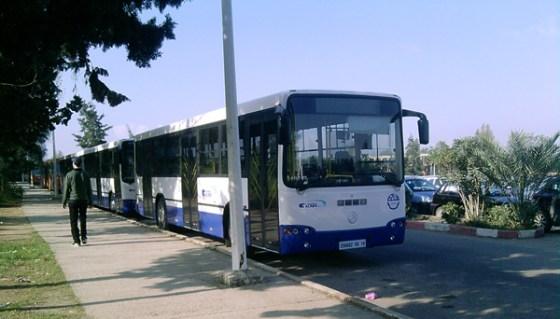 Les transporteurs universitaires de Tizi Ouzou bloquent la RN 12