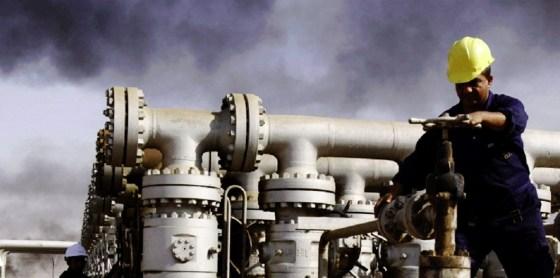 Entre groupes armés et le marché mondial: La guerre du pétrole