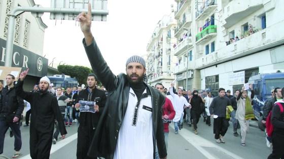 Plusieurs marches à travers le pays: La rue tient à son prophète