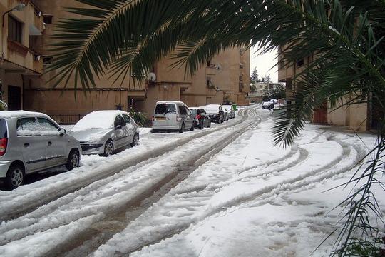 Des routes bloquées et des villages isolés dans plusieurs wilayas