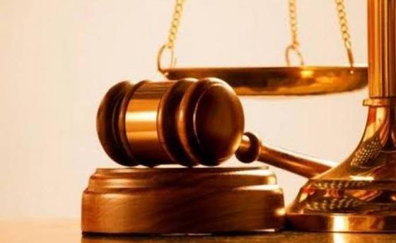 Le procureur requiert des peines de prison et des mandats de dépôt à l'audience