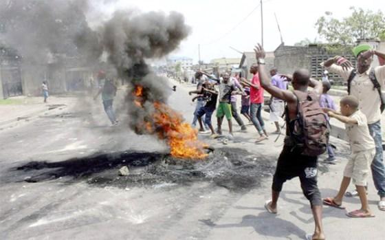 Le service de SMS reprend après une interruption due aux violences