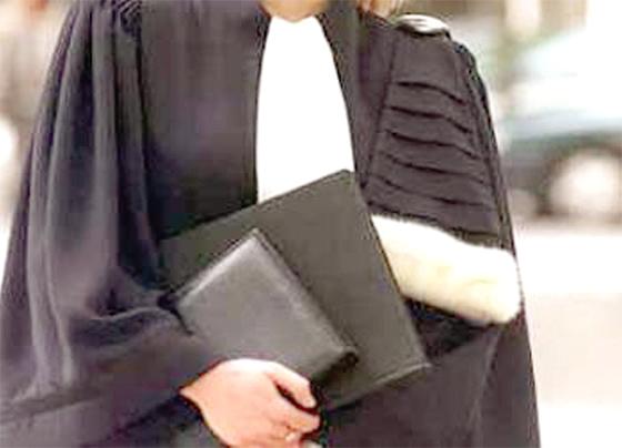 Les robes noires paralysent les tribunaux