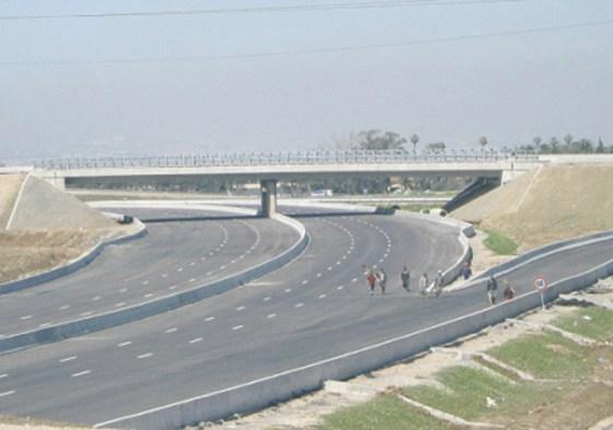 Début du procès de l'autoroute Est-Ouest : 1200 KM d'arnaque