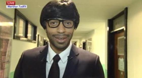 Photo trend: Thierry Henry déguisé en professeur