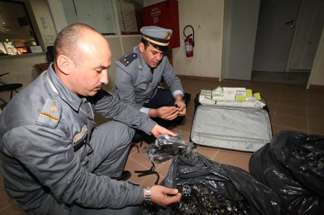 Aéroport d'Alger : Tentative de transfert illicite de 300 000 euros