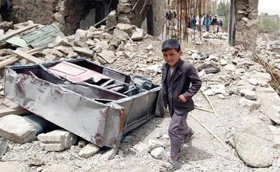 Raids aériens sur Sanaa et combats à Moukalla