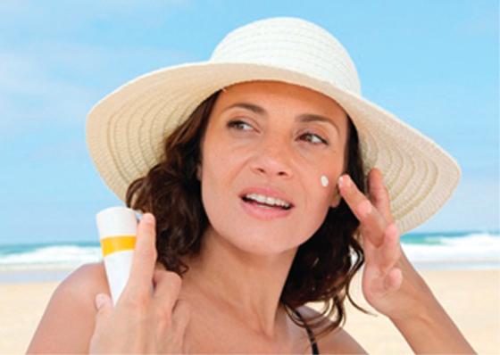 Que faut-il faire pour être bien protégée du soleil?