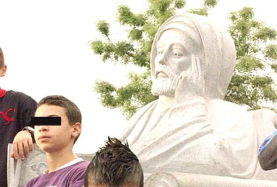 La famille Benbadis exige l'enlèvement de la statue du cheikh